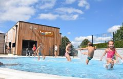 Location vacances en camping avec piscine en France